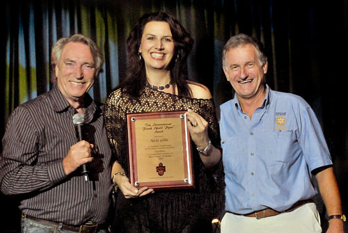 FRANK IFIELD and RICHARD YOUNG present the 2009 FRANK IFIELD INTERNATIONAL SPUR AWARD to NICKI GILLIS - Photo by Terry Phillpot - Eyegraphics