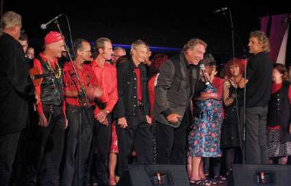 Frank Ifield performing a monologue backed by The Sydney Street Choir